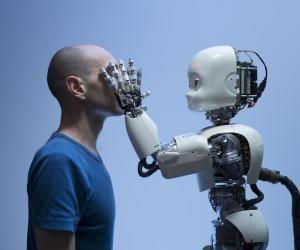 Les évolutions technologiques, dont la robotisation, font évoluer des métiers dans tous les secteurs.