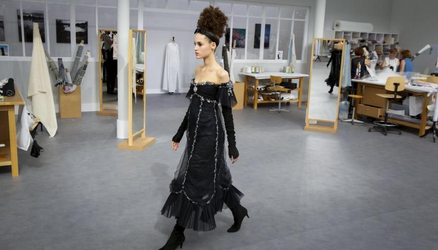 Derrière le top model, de nombreux professionnels travaillent pour créer, façonner, vendre les robes présentées lors des défilés. //©VALERIO MEZZANOTTI/The New York Times-REDUX-REA
