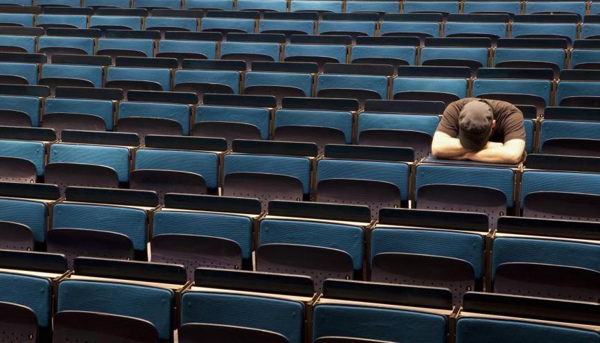 Partiels ratés, année perdue ? Pas forcément si vous savez attraper la main tendue de votre université. //©plainpicture/fStop/Caspar Benson
