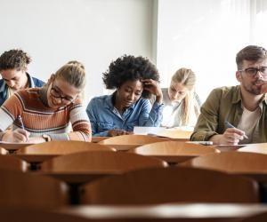 Les IAE proposent des cours similaires aux écoles de commerce.