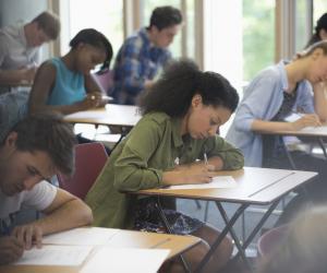Pour améliorer le niveau d'anglais des jeunes Français, le gouvernement veut certifier leur niveau.