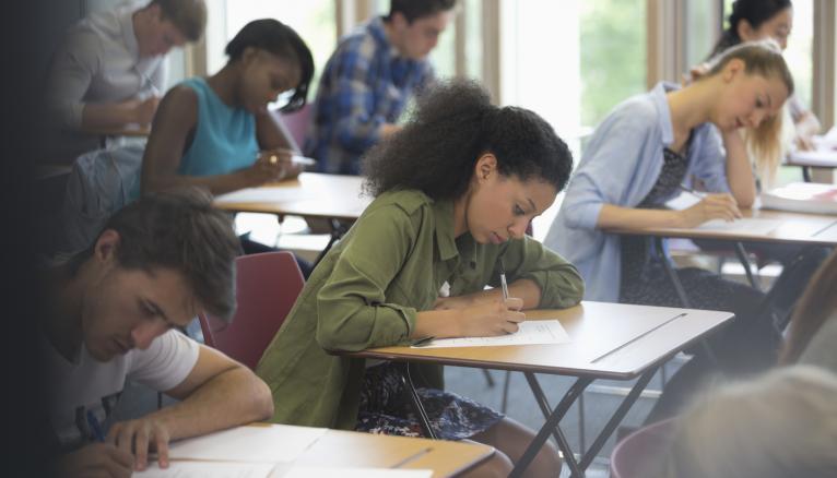 Pour réussir le TOEIC, il faut commencer ses révisions au moins trois mois avant la date du test.