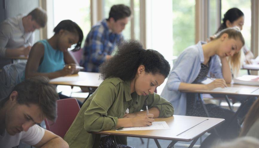 Pour améliorer le niveau d'anglais des jeunes Français, le gouvernement veut certifier leur niveau. //©David Schaffer/plainpicture/Caiaimages