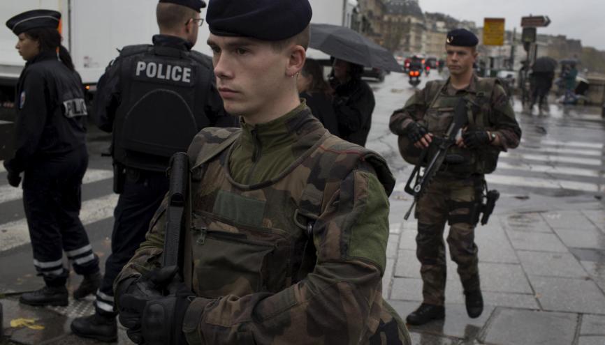 À Paris, suite aux attentats du 13 novembre 2015, l'état d'urgence est décrété et les forces de sécurité renforcées. //©TYLER HICKS/The New York Times-REDUX-REA