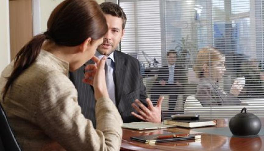 Lors d'un entretien pour un recrutement, certains comportements sont rédhibitoires pour votre interlocuteur. //©Phovoir