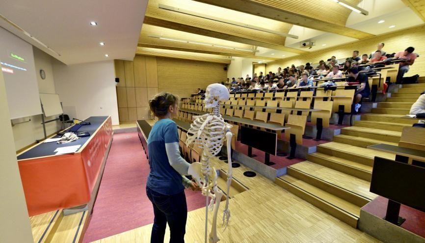 Un cours d'anatomie en première année de Staps à l'université de Limoges - Campus de Brive la Gaillarde. //©REA/Patrick Allard