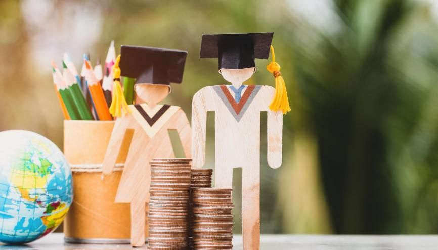Plusieurs aides financières existent si vous partez étudier à l'étranger. //©Adobe Stock/smolaw11