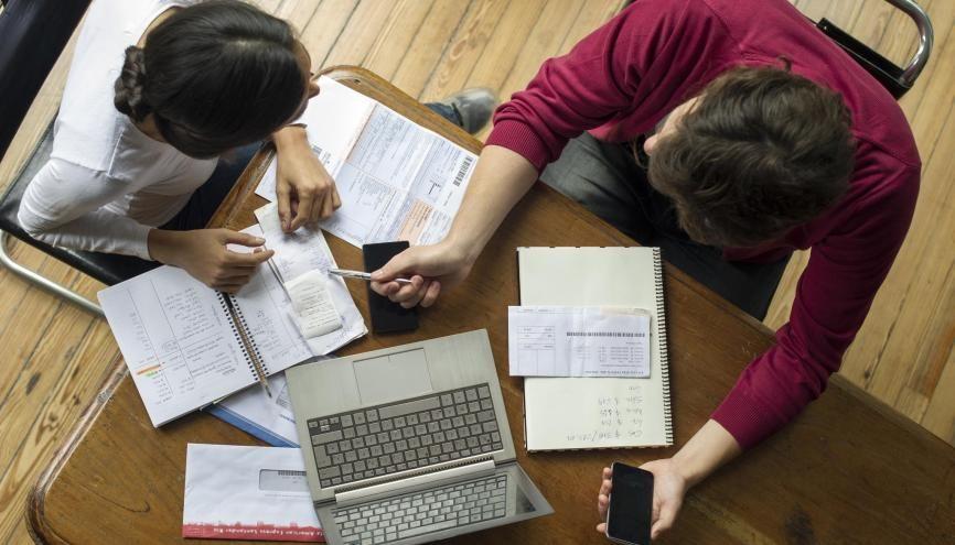 Malgré le gel des frais d'inscription universitaires à la rentrée 2016, les dépenses étudiantes augmentent de plus de 1 % selon la Fage et l'Unef. //©plainpicture-PhotoAlto-Frederic Cirou