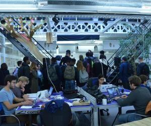 Les élèves de CAP au milieu de jeunes entrepreneurs chez MakeSense.