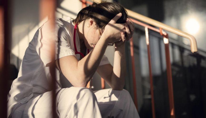 Remédier au malaise des étudiants infirmiers : une situation urgente. //©plainpicture/Johner/Depiction AB
