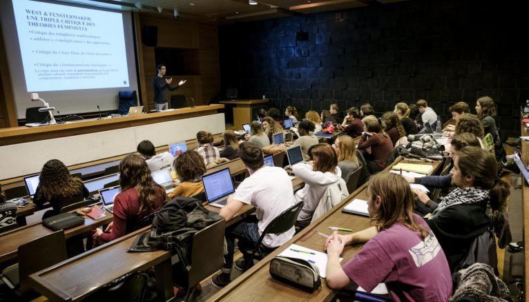 La fac : un univers inconnu pour les lycéens qui vont découvrir de nouvelles méthodes de travail.
