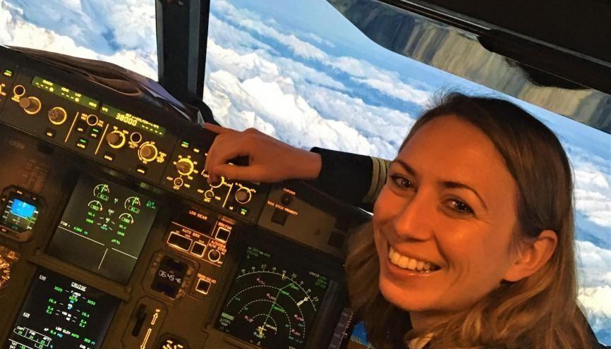 Copilote sur A320 chez Air France, Fanny, 32 ans, a démarré sa carrière comme instructeur avant de voler d'abord pour une compagnie low-cost. //©Photo fournie par le témoin