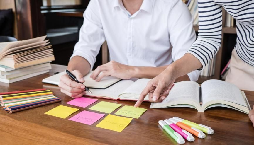 Les sessions d'entraînement aux concours d'entrée aux écoles de commerce permettent d'acquérir certains méthodes de travail. //©Freedomz/Adobe Stock