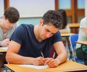 Les concours pour les admissions parallèles en écoles de commerce sont annulés, et remplacés par une évaluation des dossiers.