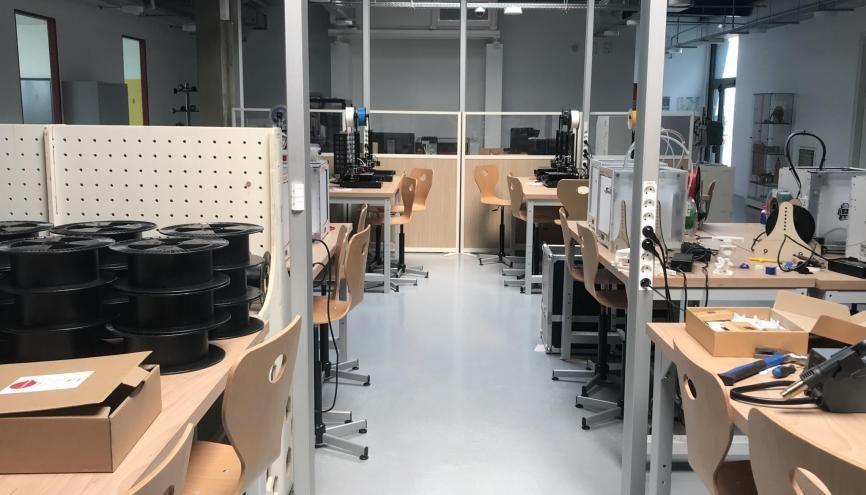 Le fab lab du campus CESI de Nanterre a contribué à la production de près de 2.000 visières de protection. //©Clément Rocher