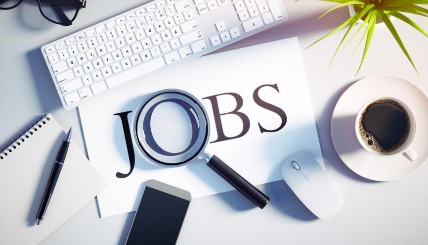 Retrouvez nos 10 conseils pour vous aiguiller dans votre recherche d'alternance ou d'emploi. //©peterschreiber.media / Adobe Stock
