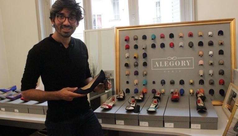 """Chaque chaussure d'Alegory a un prénom et chaque talon un trait d'humeur. Gregory pose ici avec """"Adrienne l'audacieuse""""."""