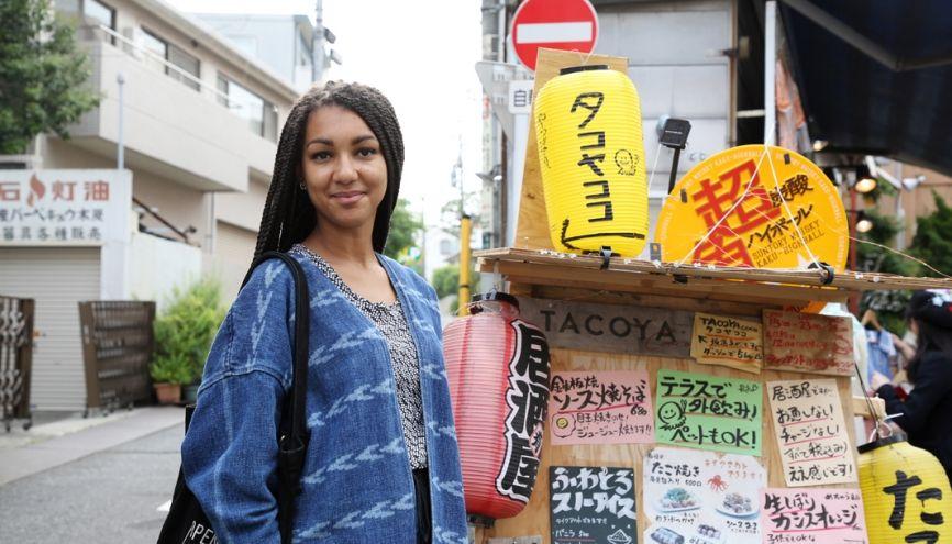 Ana aime se promener dans le quartier Shimokitazawa, un endroit branché, avec de nombreux petits restaurants. //©Kazuko Wakayama pour l'Etudiant