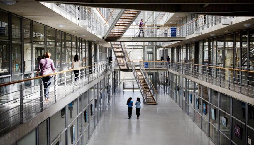 Grâce à un taux de réussite réel largement supérieur au taux de réussite attendu, l'université Paris Est – Marne-la-Vallée se situe dans la partie haute du classement. //©MESR-PictureTank