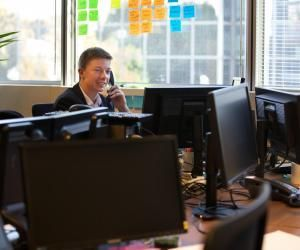 Gwenvael travaille comme project management officer à la direction des systèmes d'information de TF1.