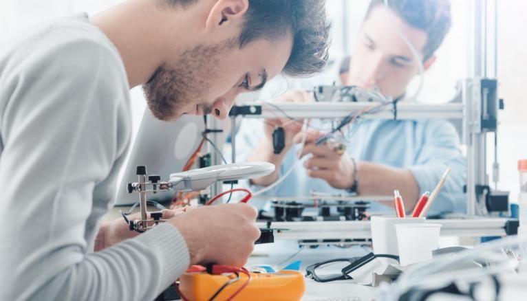 La filière PT permet aux étudiants d'acquérir des connaissances indispensables dans le processus de conception, de production et d'innovation.