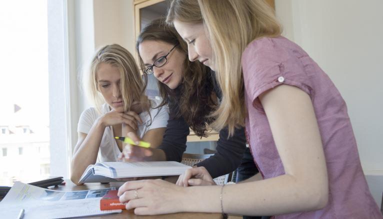 Les filles seraient plus à l'aise à l'écrit, c'est ce qui expliquerait en partie leur réussite cette année au concours de l'ENS, qui se déroulait sans oral.