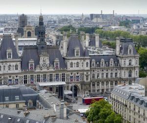 La Mairie de Paris recrute 500 apprentis d'ici à la rentrée 2016, notamment dans la petite enfance, le périscolaire et les espaces verts.