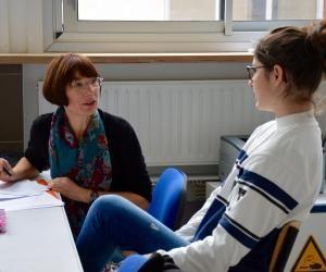 Le psychologue de l'Education nationale prête attention aux résultat et au bien-être
