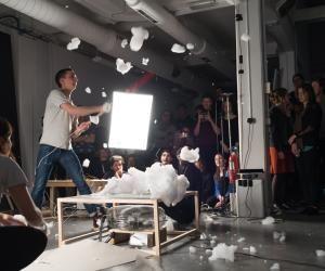Parmi les rares écoles d'art à être membres de la Conférence des grandes écoles, l'ENSCI-Les Ateliers délivre à ses étudiants un diplôme d'État en design produit reconnu dans le milieu professionnel.