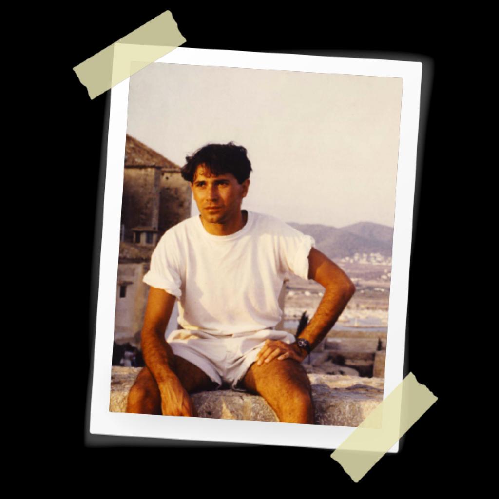 Ici, en 1978. Il a 22 ans et il a déjà choisi de s'orienter vers des études de médecine.  //©Photo fournie par le témoin