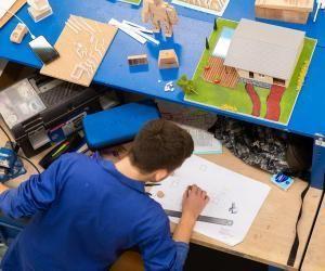La maquette est un objet miniature, qui permet d'avoir un aperçu d'un produit. Mais, avec les étudiants de la mention complémentaire, la maquette devient un objet en soi, tant les finitions sont travaillées.