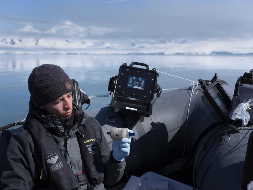 Lors de l'expédition, Nacim était responsable des manipulations d'ADN environnemental. //©Abbie Tayler Smith / Greenpeace