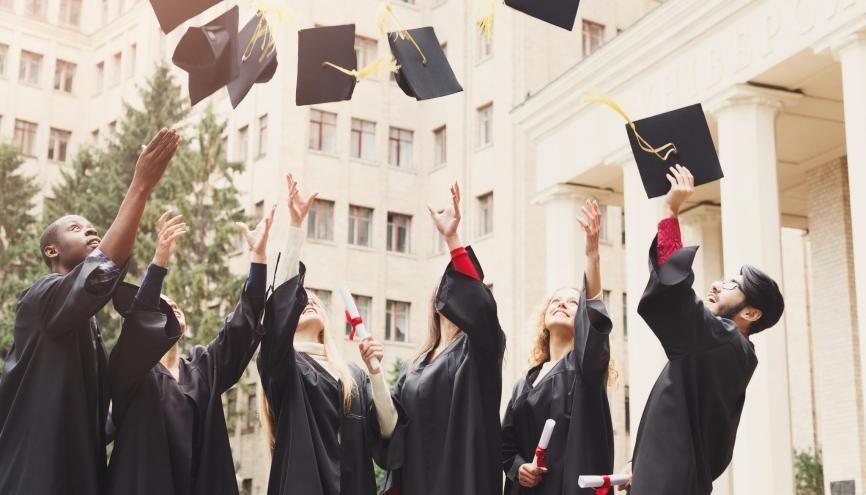 Plusieurs mesures sont envisagées pour éviter un boom du chômage des jeunes diplômés cette année. //©Prostock-studio / Adobe Stock