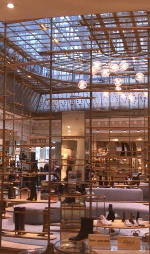 Le grand magasin Le Bon Marché à Paris recrute et forme 80 alternants par an principalement dans les métiers de la vente.