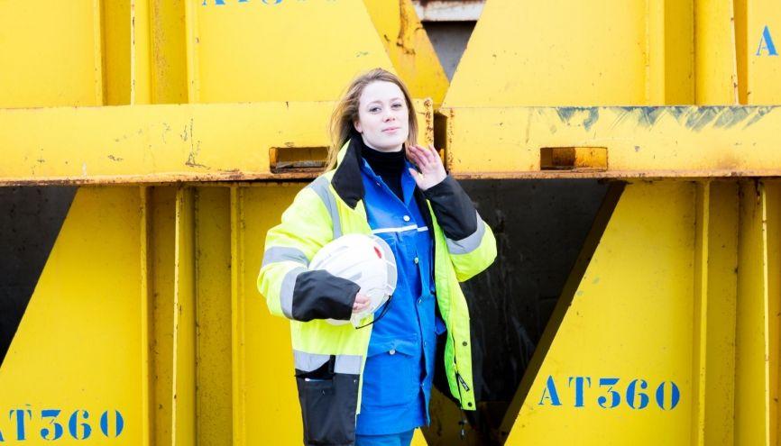 Maëlle, ingénieure sur les chantiers navals de Saint-Nazaire, manage trois équipes d'une dizaine de personnes : rien que des hommes ! Une main de fer dans un gant de velours. //©Thomas Louapre/Divergence pour l'Etudiant