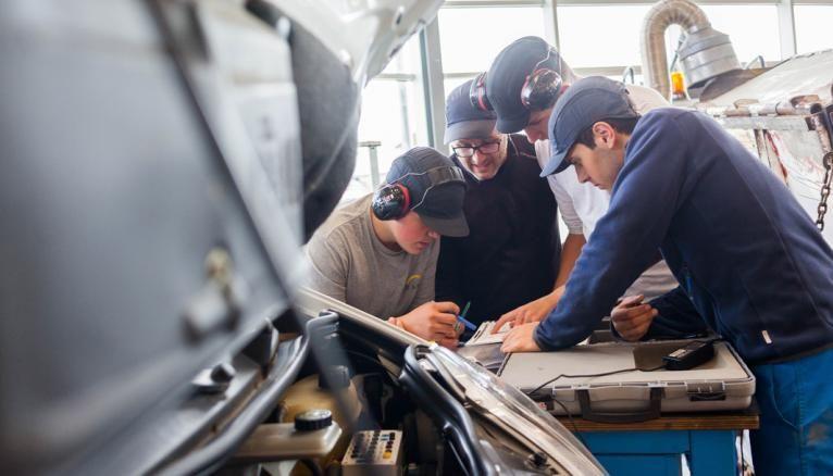 L'atelier technologique électricité et électronique embarquée. Ici, les élèves du bac pro maintenance mécanique des matériels de construction deviennent des experts en diagnostic sur tous les composants d'un engin de chantier: moteur, boîte de vitesses, système hydraulique…