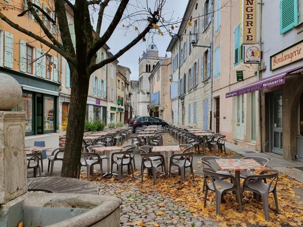 La petite ville de Die, dans la Drôme compte 4.000 habitants et un lycée. //©Thibaut Cojean