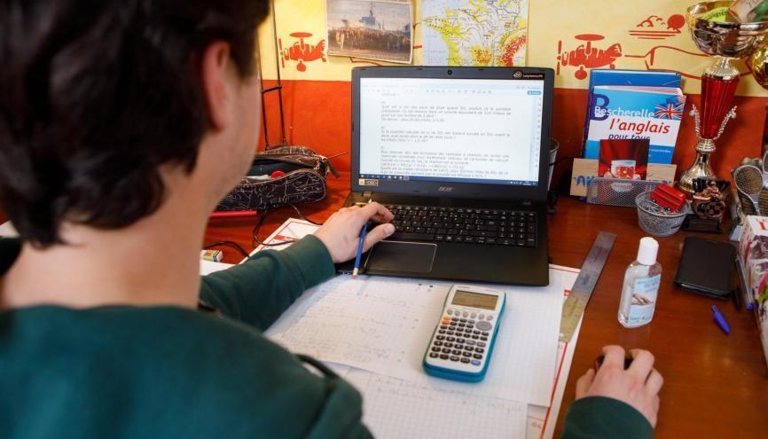 Certains enseignants de lycées professionnels envoient du travail à leurs élèves via des plateforme en ligne. //©Richard DAMORET/REA