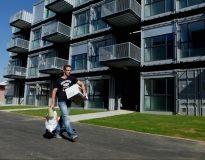 Depuis 2010, au Havre, une résidence héberge des étudiants dans des conteneurs maritimes transformés en grands studios. //©Benoît Decout / R.E.A