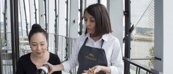 Lucie, chef sommelière au restaurant Le 7, à Bordeaux (33), passe son bac au lycée d'hôtellerie et de tourisme de Gascogne, puis une MC en sommellerie.