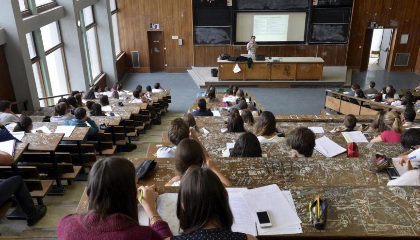 À l'université Paul-Sabatier–Toulouse 3, les étudiants en première année de licence des sciences de la nature font leur rentrée. //©Lydie Lecarpentier/REA