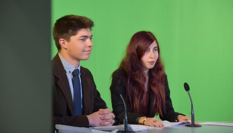 Les étudiants de l'IUT de Lannion s'entraînent à la présentation du journal télévisé dans un studio dans les conditions du réel.