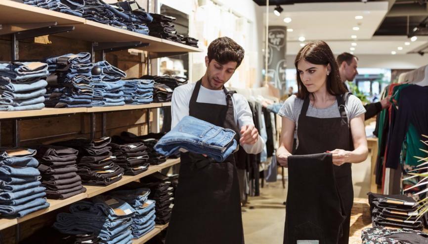 Les métiers du commerce, de la vente et de la grande distribution sont les plus gros recruteurs de jeunes même sans qualification en 2019. //©plainpicture/Maskot/Kentaroo Tryman
