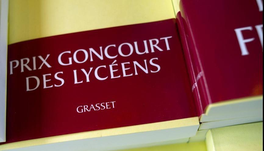 """Découvrez les ouvrages en lice pour le Goncourt des lycéens 2020. //©Editions Grasset. Bandeau """"Prix Goncourt des lyceens"""""""