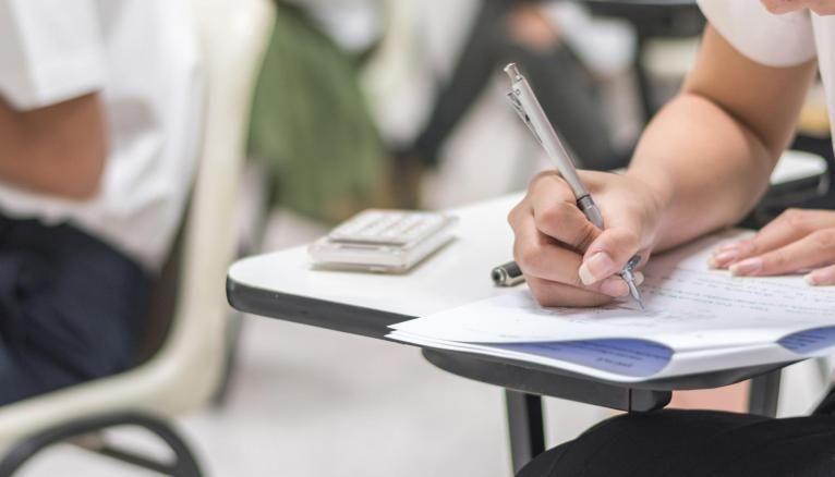 L'année universitaire est organisée en deux semestres d'études.