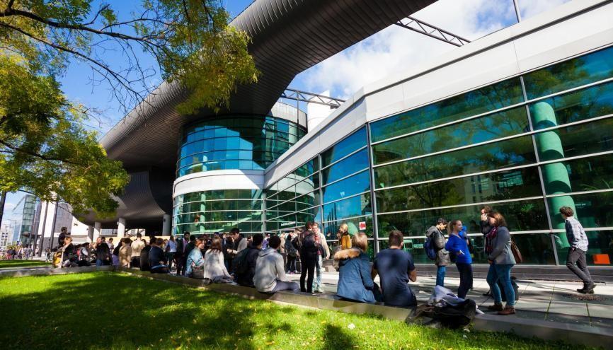 30 à 40 % des étudiants du programme grande école de Grenoble école de management passent par un double cursus, diplômant ou non. //©agence prisme / Pierre Jayet