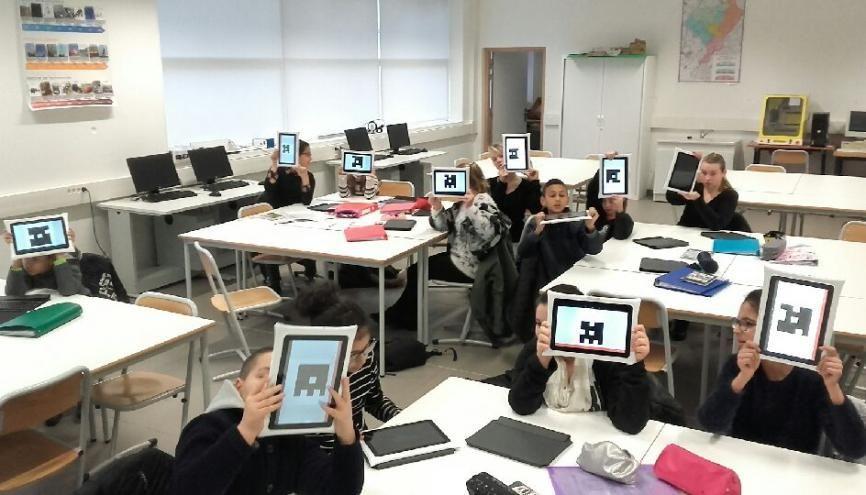 Tablettes pour tous au collège de Tourcoing : 430 de ces engins sont venues équiper les classes de 6e et de 5e aux deux dernières rentrées. //©Collège Lucie-Aubrac