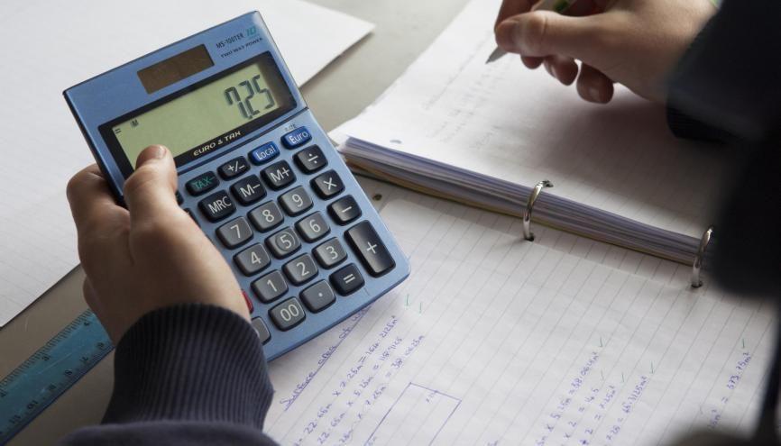Les mathématiques, parmi les premières épreuves du brevet. //©PlainPicture