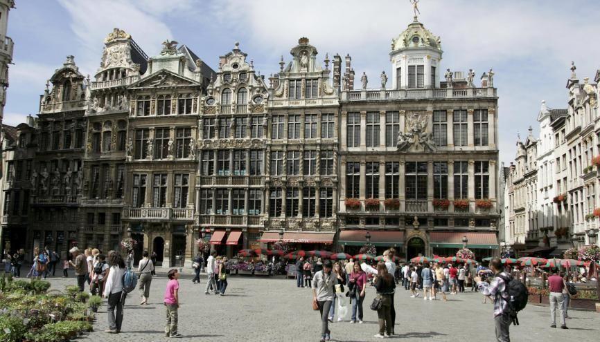 La Grande-Place de Bruxelles est un lieu architectural incontournable du pays d'Hergé. //©Fred MARVAUX/REA