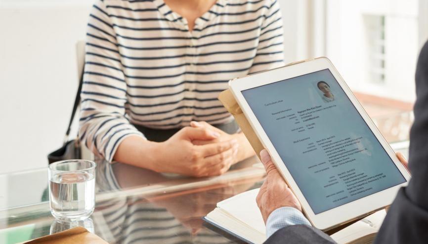 Découvrez nos conseils pour réussir votre CV ! //©Adobe Stock / DragonImages